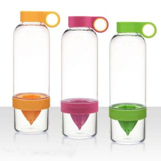 Бутилка за вода със сокоизтисквачка